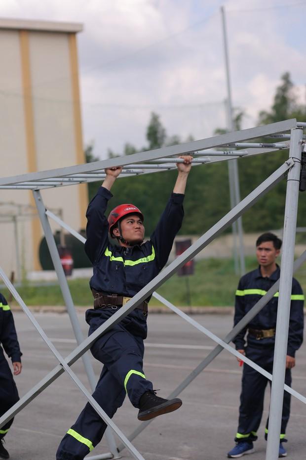 Mỹ nhân hành động: Trương Quỳnh Anh ngã đau đớn khi chạy vượt rào - Ảnh 3.