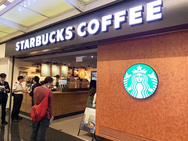 Ai mà tin được có một ngày bước vào Starbucks có thể gọi một bát mì thế này - Ảnh 2.
