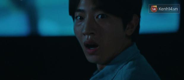 Hotel Del Luna tập 13 tung twist trầm trồ: Người tình truyền kiếp tự thọt kiếm của CEO IU chết tức tưởi - Ảnh 9.