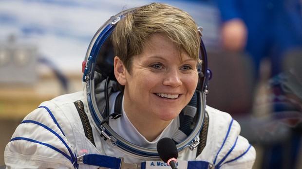 Năm đại hạn với nữ phi hành gia Mỹ: Bị hủy bỏ chuyến đi lịch sử, bị điều tra vì phạm tội ngoài vũ trụ - Ảnh 1.