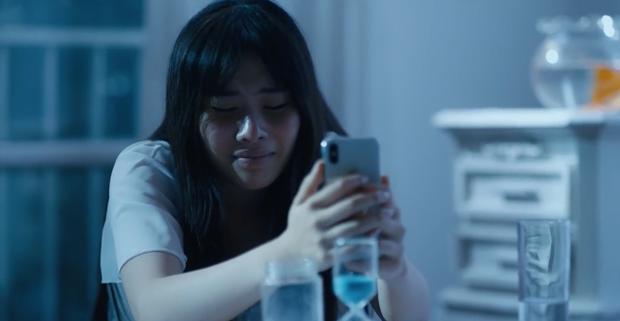 Phim ngắn của Nam Em kết thúc lạ lùng khó hiểu: Hoá ra miss ngoài hành tinh là ác nữ nửa mùa? - Ảnh 1.