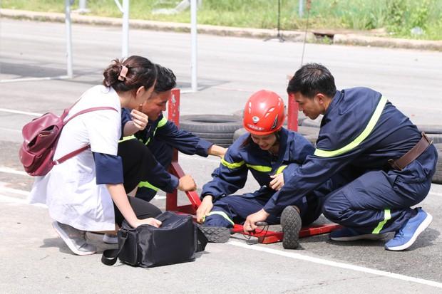 Mỹ nhân hành động: Trương Quỳnh Anh ngã đau đớn khi chạy vượt rào - Ảnh 2.