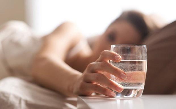Hàng loạt bí mật không tưởng về chuyện uống nước đối với sức khỏe mà nhiều người chẳng hề hay biết - Ảnh 1.