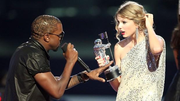 Nồi lẩu drama thập cẩm căng đét làm nên tên tuổi của VMAs: Biến của Taylor và Miley chưa phải gây sốc nhất! - Ảnh 7.