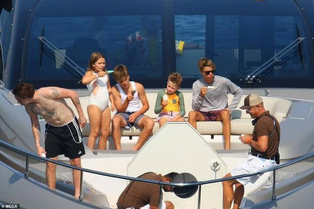 David Beckham không thể ngừng âu yếm vợ và chơi đùa với các con, gia đình hạnh phúc số 1 Hollywood là đây chứ đâu? - Ảnh 8.