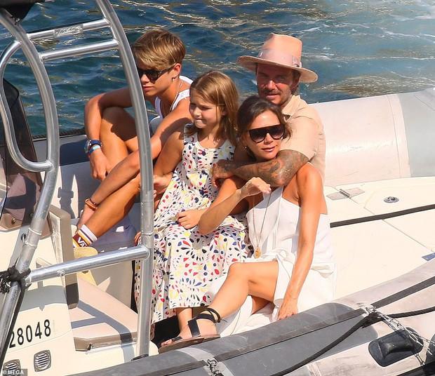 David Beckham không thể ngừng âu yếm vợ và chơi đùa với các con, gia đình hạnh phúc số 1 Hollywood là đây chứ đâu? - Ảnh 7.