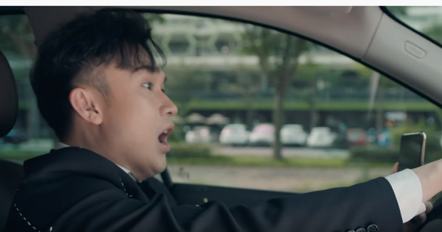 """Xót xa cảnh Dương Triệu Vũ """"lực bất tòng tâm"""" vì ngồi xe lăn, rủ cả Bảo Anh đóng MV đậm chất drama - Ảnh 2."""