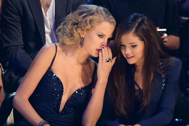 Nồi lẩu drama thập cẩm căng đét làm nên tên tuổi của VMAs: Biến của Taylor và Miley chưa phải gây sốc nhất! - Ảnh 8.