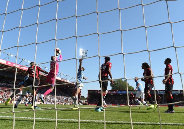 Bạn thân Messi ghi bàn thứ 400 trong sự nghiệp, đương kim vô địch Ngoại hạng Anh thắng dễ trước Bournemouth - Ảnh 13.
