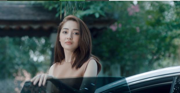 """Xót xa cảnh Dương Triệu Vũ """"lực bất tòng tâm"""" vì ngồi xe lăn, rủ cả Bảo Anh đóng MV đậm chất drama - Ảnh 4."""