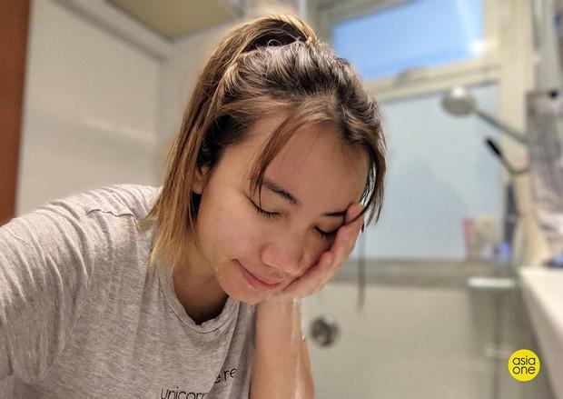 Một tuần nhất quyết không dùng sữa rửa mặt vào buổi sáng, cô gái này đã nhận được kết quả ngoài sức tưởng tượng - Ảnh 1.