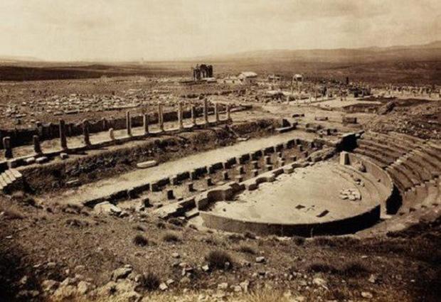 Thành phố La Mã cổ đại Thamugadi: Tàn tích bị sa mạc Sahara chôn vùi gần 10 thế kỷ - Ảnh 2.