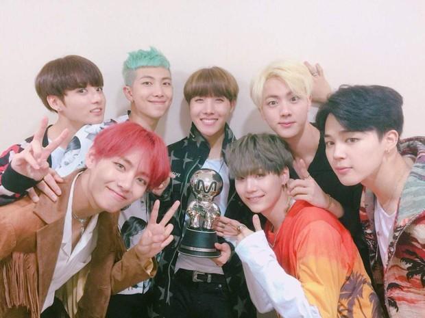 """Được BTS quảng bá có 4 ngày, ai ngờ bài hát """"số nhọ"""" trở thành hit làm nên tên tuổi nhóm nhạc toàn cầu! - Ảnh 2."""