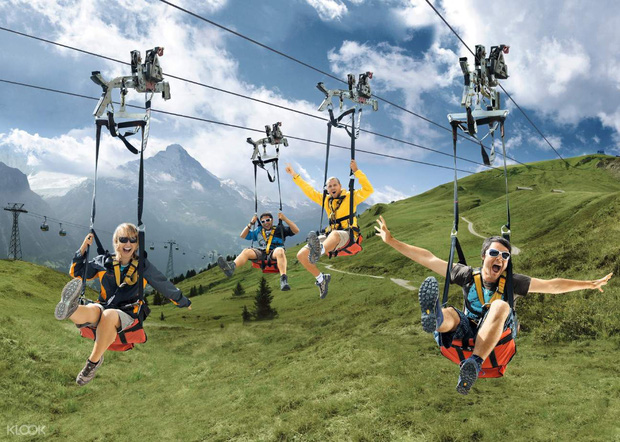 """Đoạn clip 4 triệu view quay trò trượt ròng rọc lơ lửng giữa núi Thuỵ Sĩ bị cư dân mạng """"bóc mẽ"""": """"Đẹp thì đẹp, nhưng sao chậm thế?"""" - Ảnh 13."""
