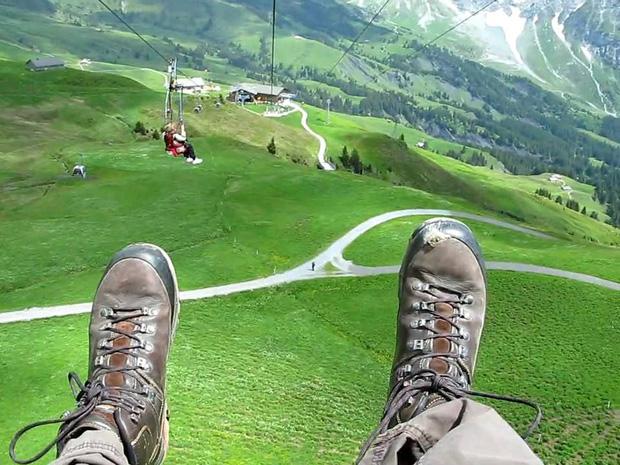 """Đoạn clip 4 triệu view quay trò trượt ròng rọc lơ lửng giữa núi Thuỵ Sĩ bị cư dân mạng """"bóc mẽ"""": """"Đẹp thì đẹp, nhưng sao chậm thế?"""" - Ảnh 12."""
