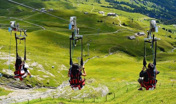 """Đoạn clip 4 triệu view quay trò trượt ròng rọc lơ lửng giữa núi Thuỵ Sĩ bị cư dân mạng """"bóc mẽ"""": """"Đẹp thì đẹp, nhưng sao chậm thế?"""" - Ảnh 11."""
