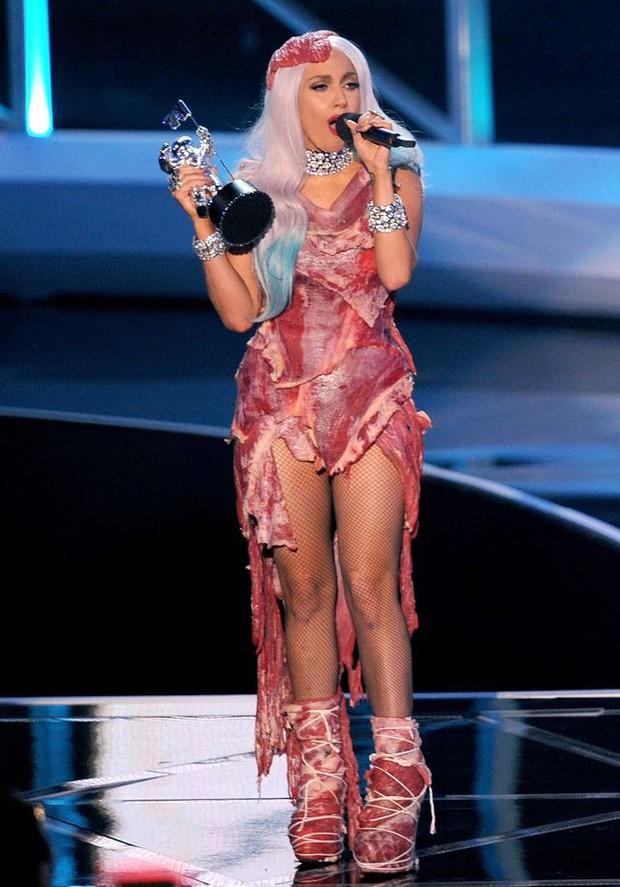 Nồi lẩu drama thập cẩm căng đét làm nên tên tuổi của VMAs: Biến của Taylor và Miley chưa phải gây sốc nhất! - Ảnh 3.