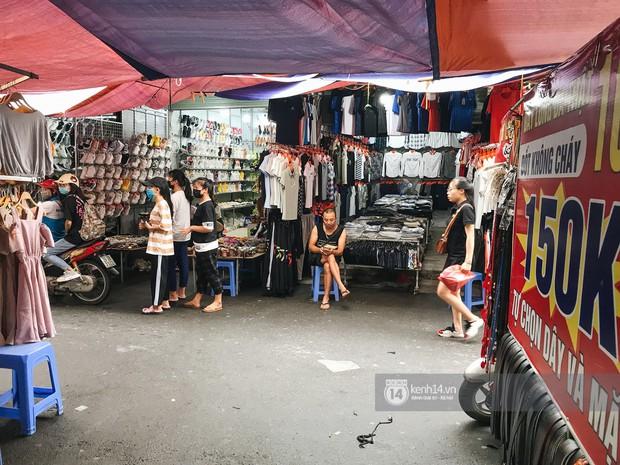 Khám phá chợ Nhà Xanh nổi tiếng nhất nhì giới sinh viên Hà Nội: Đi 5 bước 15 tiếng chửi, xem đồ mà không mua coi chừng ăn đánh nghe chưa! - Ảnh 3.