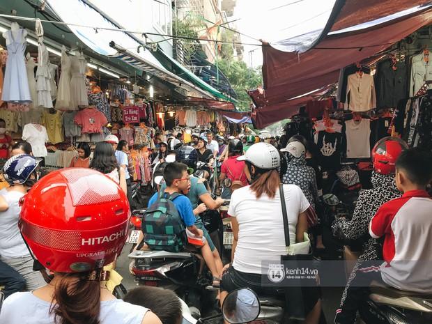 Khám phá chợ Nhà Xanh nổi tiếng nhất nhì giới sinh viên Hà Nội: Đi 5 bước 15 tiếng chửi, xem đồ mà không mua coi chừng ăn đánh nghe chưa! - Ảnh 5.
