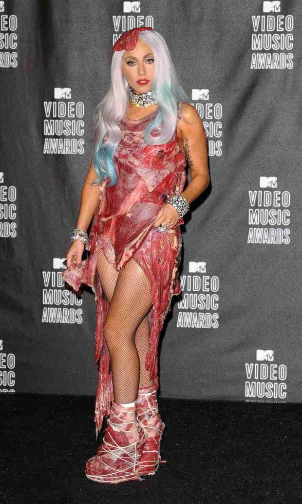 Nồi lẩu drama thập cẩm căng đét làm nên tên tuổi của VMAs: Biến của Taylor và Miley chưa phải gây sốc nhất! - Ảnh 2.