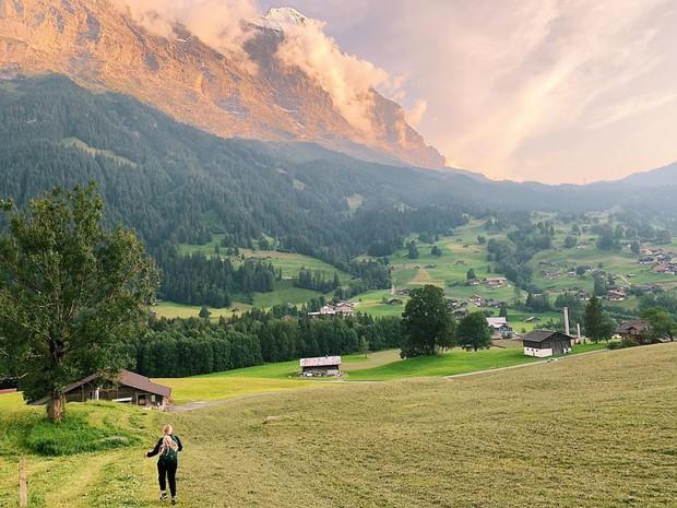 """Đoạn clip 4 triệu view quay trò trượt ròng rọc lơ lửng giữa núi Thuỵ Sĩ bị cư dân mạng """"bóc mẽ"""": """"Đẹp thì đẹp, nhưng sao chậm thế?"""" - Ảnh 4."""