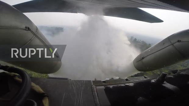 Tận mắt xem vận tải cơ Brazil phun nước dập lửa cứu rừng Amazon - Ảnh 3.