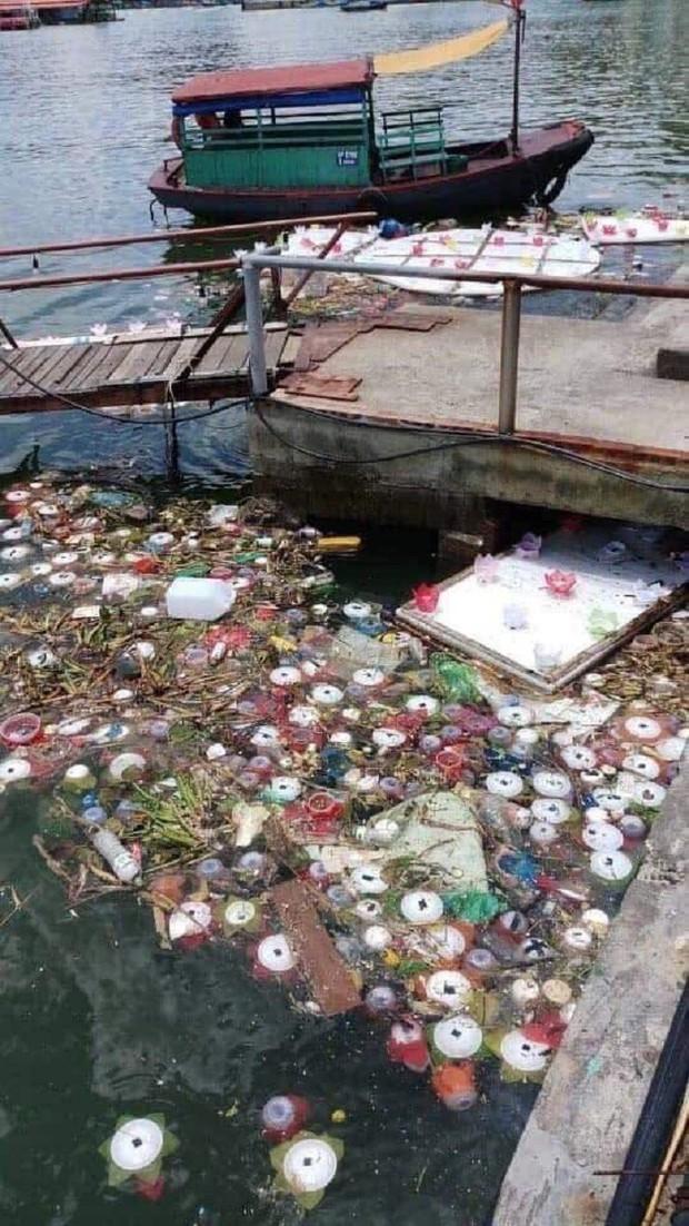 Xôn xao 30.000 hoa đăng thả trôi trên biển gây ô nhiễm môi trường: Chính quyền Hải Phòng trần tình - Ảnh 1.
