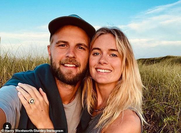 Người tình lâu năm nhất của Hoàng tử Harry khoe ảnh sắp lấy chồng, nhưng ai cũng chú ý vào chiếc nhẫn đính hôn lạ mắt - Ảnh 1.