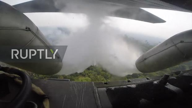 Tận mắt xem vận tải cơ Brazil phun nước dập lửa cứu rừng Amazon - Ảnh 6.