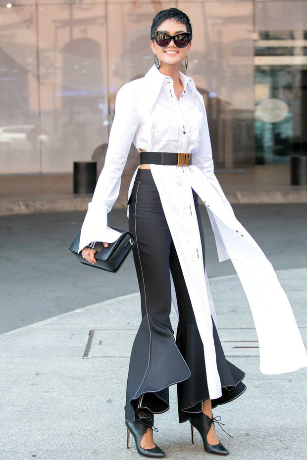 Từng là Hoa hậu tiết kiệm nhất Vbiz với giày 80k và áo phông đi mượn, giờ HHen Niê đã quen thuộc với việc dát đồ hiệu lên người - Ảnh 6.