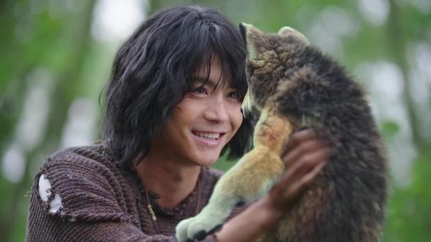 Xem My Mowgli Boy thấy Mã Thiên Vũ làm khỉ đột được Dương Tử đem về nuôi, chuyện gì thế này? - Ảnh 4.