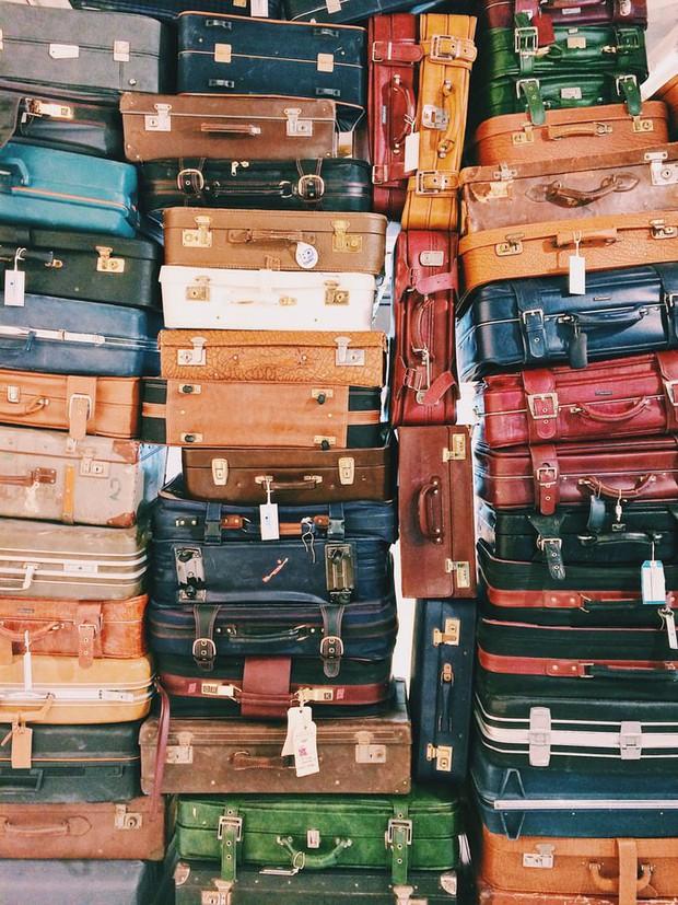 Điều gì sẽ xảy ra với những hành lý bị thất lạc ở sân bay, không có ai tới nhận? - Ảnh 1.