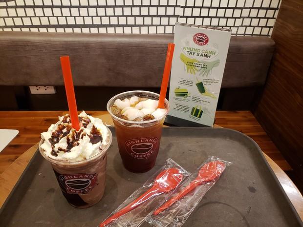 Highlands Coffee vẫn phục vụ đồ nhựa cho khách như một điều tất nhiên: Nhiều người lắc đầu ngán ngẩm Vì sao nhất định không thay đổi? - Ảnh 6.