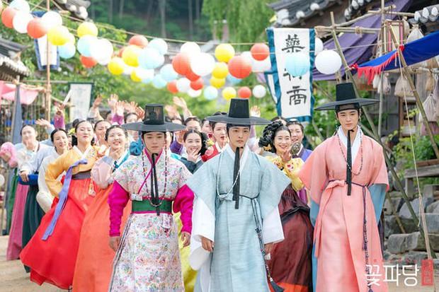 Muốn có chồng mời vào lớp nữ tính của Park Ji Hoon ở Sạp Mai Mối Thời Joseon, bảo đảm lắm anh mê! - Ảnh 9.