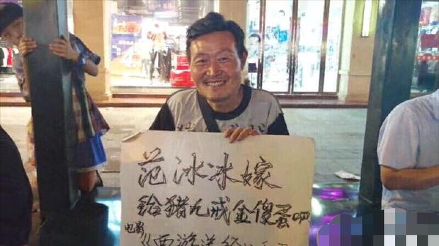 Sao nam vô danh ngồi lề đường giơ biển cầu hôn Phạm Băng Băng, hứa trả số nợ ngàn tỷ giúp bà xã tương lai - Ảnh 4.