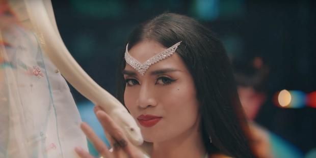 Ngô Kiến Huy khoe mông trần; Trương Thế Vinh lần đầu đóng nữ chính trong MV mới thực sự làm người xem muốn Truyền thái y - Ảnh 1.