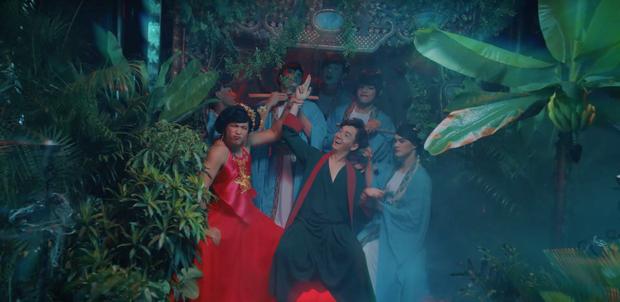 Ngô Kiến Huy khoe mông trần; Trương Thế Vinh lần đầu đóng nữ chính trong MV mới thực sự làm người xem muốn Truyền thái y - Ảnh 4.