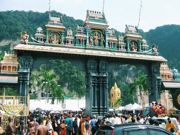 Tỉnh mộng trước nấc thang cầu vồng nổi tiếng nhất Malaysia: Nhìn hình sống ảo thì phát ham, nhưng thực tế lại phũ phàng hơn! - Ảnh 32.