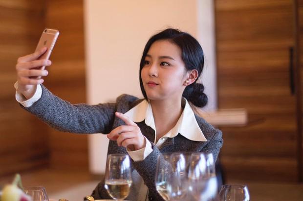 Chị ruột Rosé (BLACKPINK) gây bão mạng: Đẹp cực phẩm, na ná Jisoo và dàn mỹ nhân Hàn, trình độ học vấn còn choáng hơn - Ảnh 7.