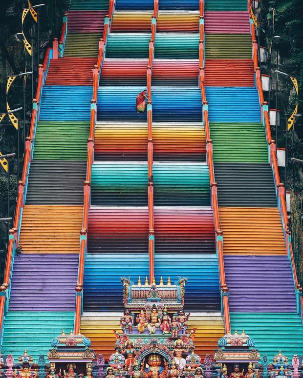 Tỉnh mộng trước nấc thang cầu vồng nổi tiếng nhất Malaysia: Nhìn hình sống ảo thì phát ham, nhưng thực tế lại phũ phàng hơn! - Ảnh 11.