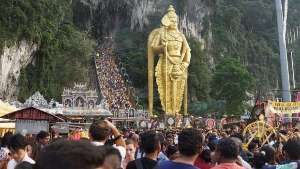 Tỉnh mộng trước nấc thang cầu vồng nổi tiếng nhất Malaysia: Nhìn hình sống ảo thì phát ham, nhưng thực tế lại phũ phàng hơn! - Ảnh 28.