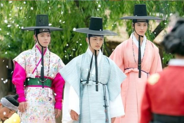 Muốn có chồng mời vào lớp nữ tính của Park Ji Hoon ở Sạp Mai Mối Thời Joseon, bảo đảm lắm anh mê! - Ảnh 8.