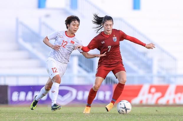 Đội trưởng cởi áo ăn mừng và nhận thẻ đỏ trong ngày tuyển nữ Việt Nam đánh bại Thái Lan, đoạt ngôi vô địch Đông Nam Á - Ảnh 5.
