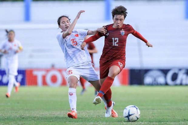 Đội trưởng cởi áo ăn mừng và nhận thẻ đỏ trong ngày tuyển nữ Việt Nam đánh bại Thái Lan, đoạt ngôi vô địch Đông Nam Á - Ảnh 6.