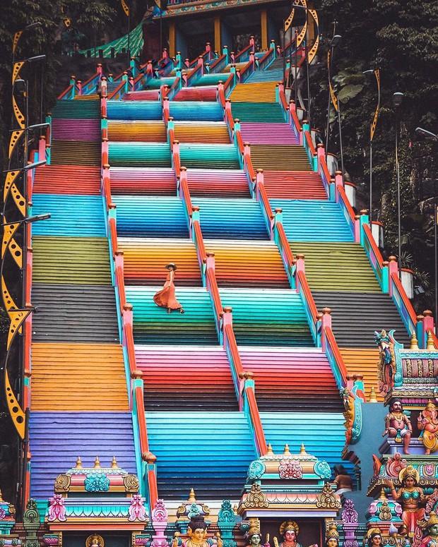 Tỉnh mộng trước nấc thang cầu vồng nổi tiếng nhất Malaysia: Nhìn hình sống ảo thì phát ham, nhưng thực tế lại phũ phàng hơn! - Ảnh 5.
