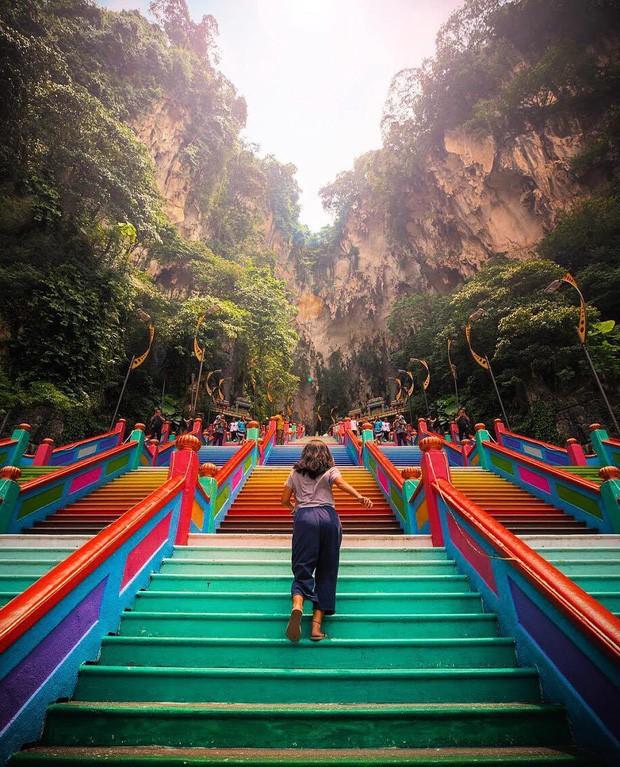 Tỉnh mộng trước nấc thang cầu vồng nổi tiếng nhất Malaysia: Nhìn hình sống ảo thì phát ham, nhưng thực tế lại phũ phàng hơn! - Ảnh 29.