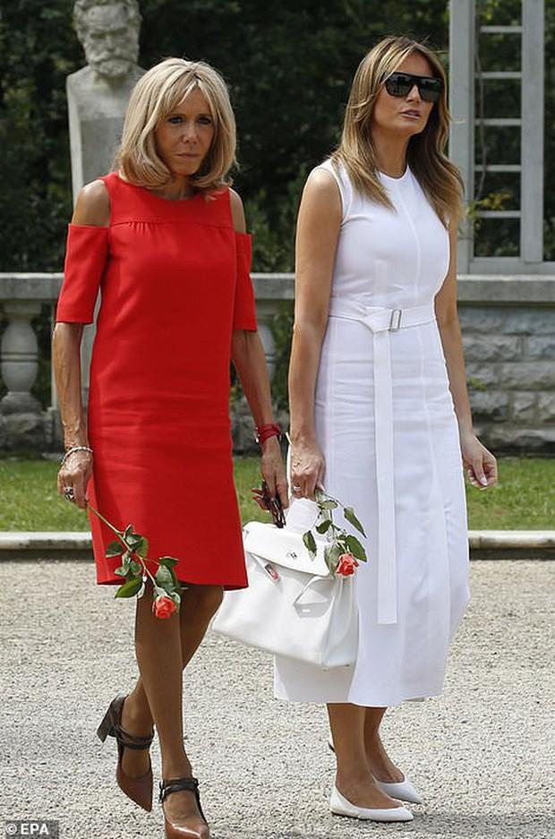 Đệ nhất phu nhân Pháp như trợ lý đi cạnh Melania Trump do sai lầm khi chọn trang phục - Ảnh 2.