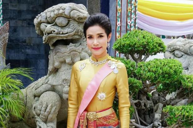 Chùm ảnh Thứ phi Thái Lan đẹp lộng lẫy trên website hoàng gia - Ảnh 2.