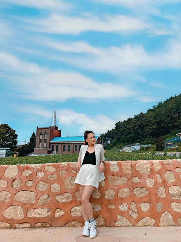 So kè style 3 nàng ngọc nữ 1990 của điện ảnh Việt: Người chăm diện đồ trễ nải, người thích diện đồ xì-tin hack tuổi - Ảnh 15.