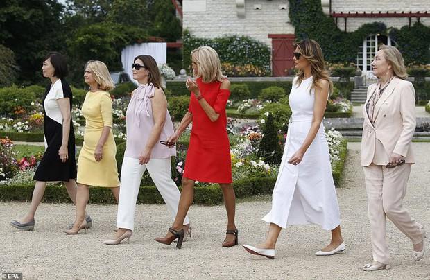 Đệ nhất phu nhân Pháp như trợ lý đi cạnh Melania Trump do sai lầm khi chọn trang phục - Ảnh 4.
